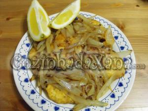 Pescada frita com molho de escabeche
