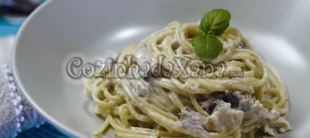 Esparguete com frango e molho cremoso
