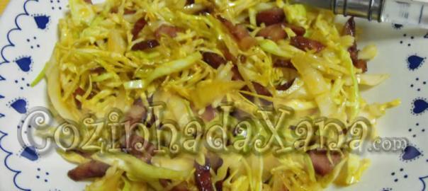 Salada de repolho com chouriço e bacon