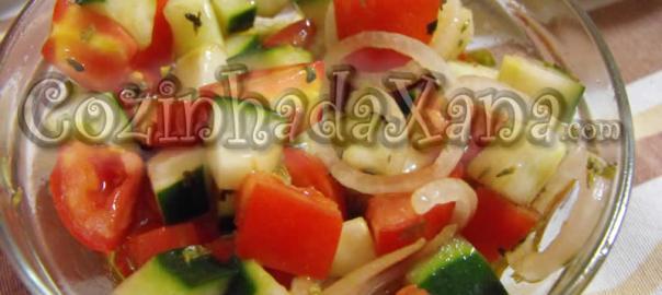 Salada de tomate, pepino e cebola (Salada Itália)