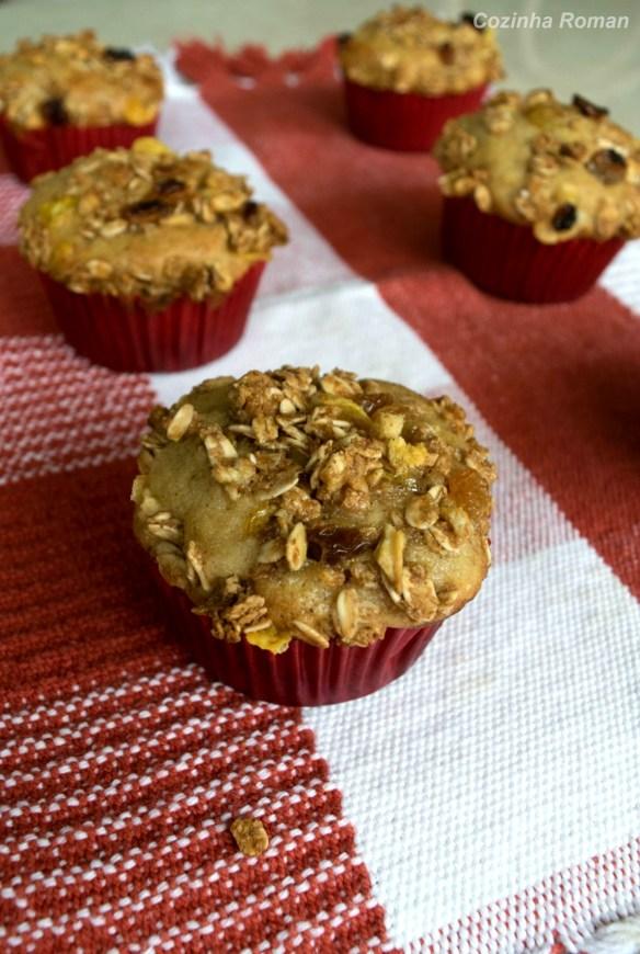 muffins de banana com granola