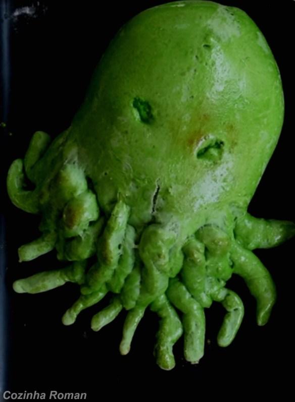 pão verde em forma de polvo para o halloween