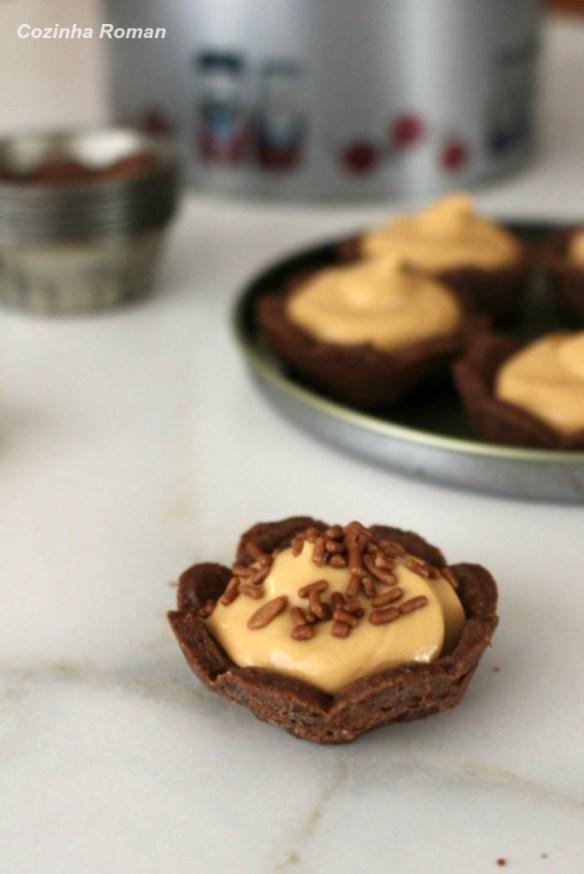 tortinhas de chocolate com doce de leite