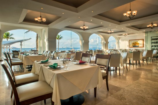 Dining area overlooking the Caribbean