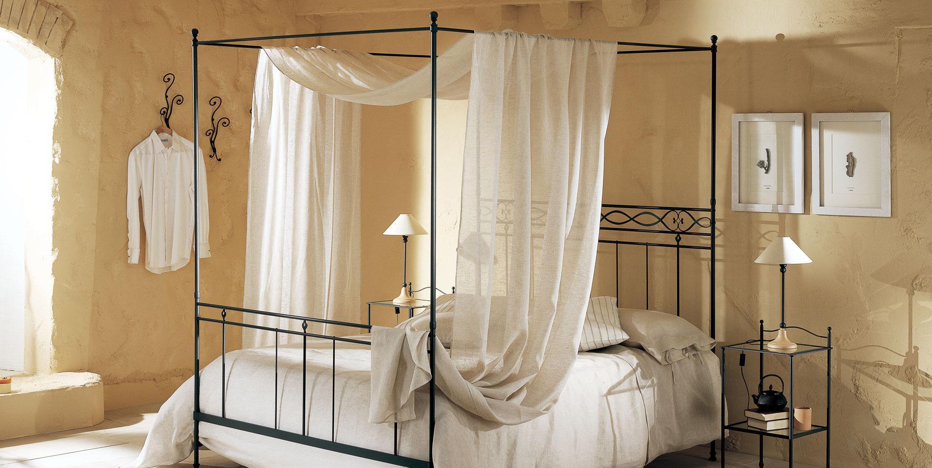 Linne genomskinlig baldakin på sängramen