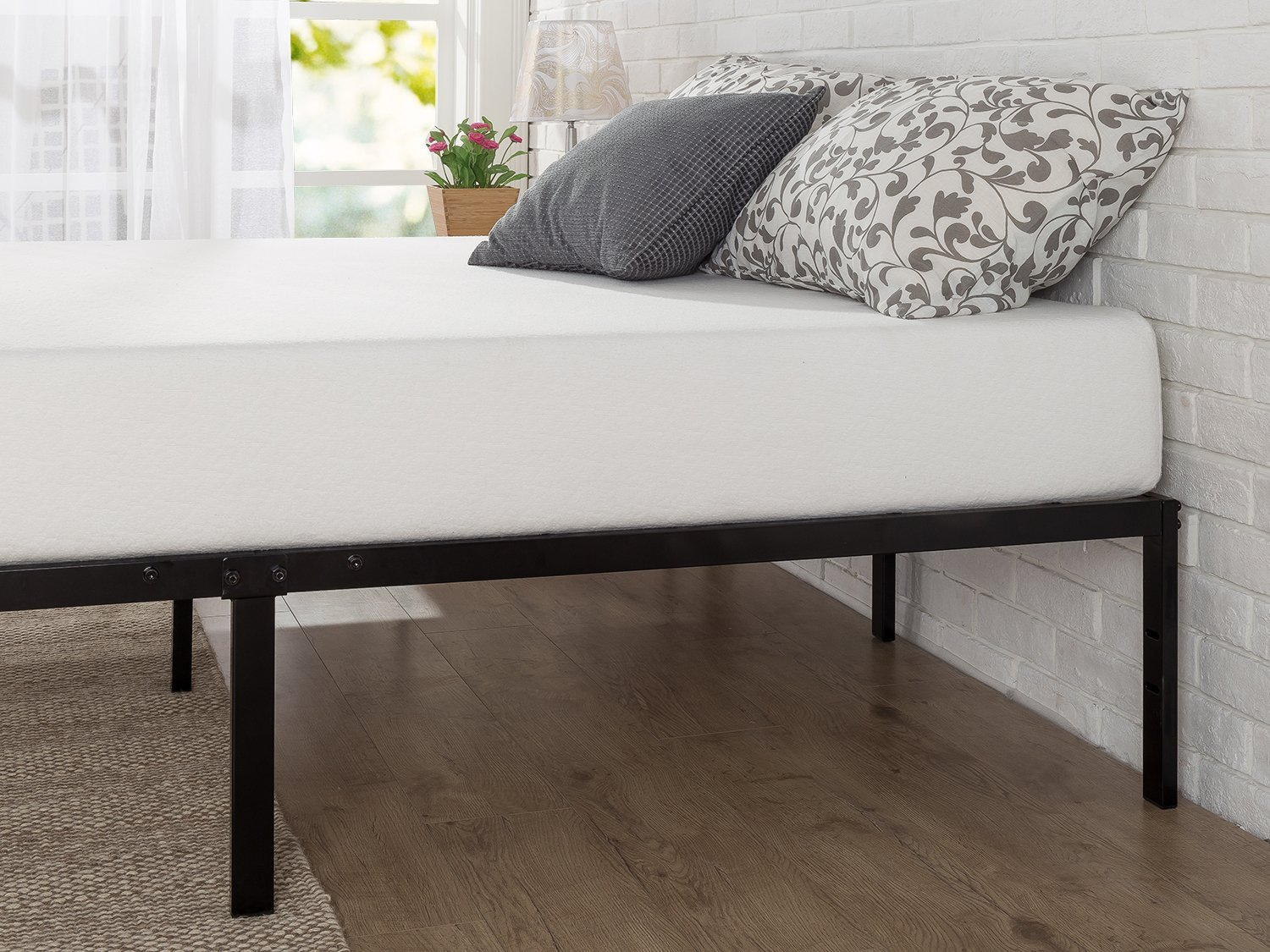 Review Zinus 14 Inch Classic Metal Platform Bed Cozy