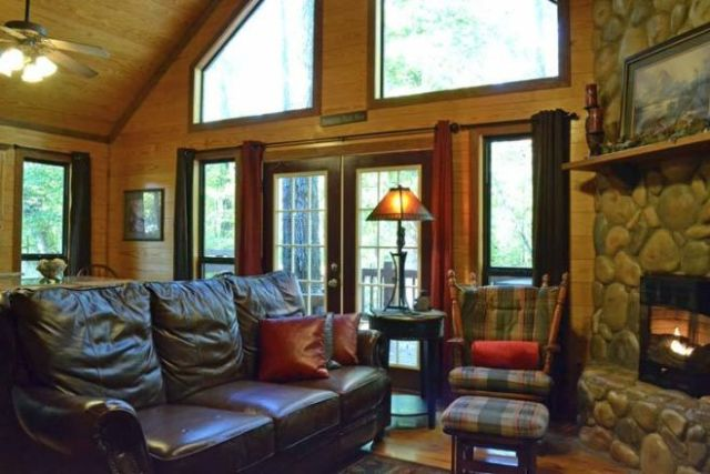 Oak Ridge cabin inside