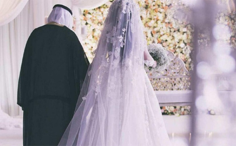 """حفل زفاف بـ 3 أشخاص ووجبة """" مقلقل """" في الباحة"""