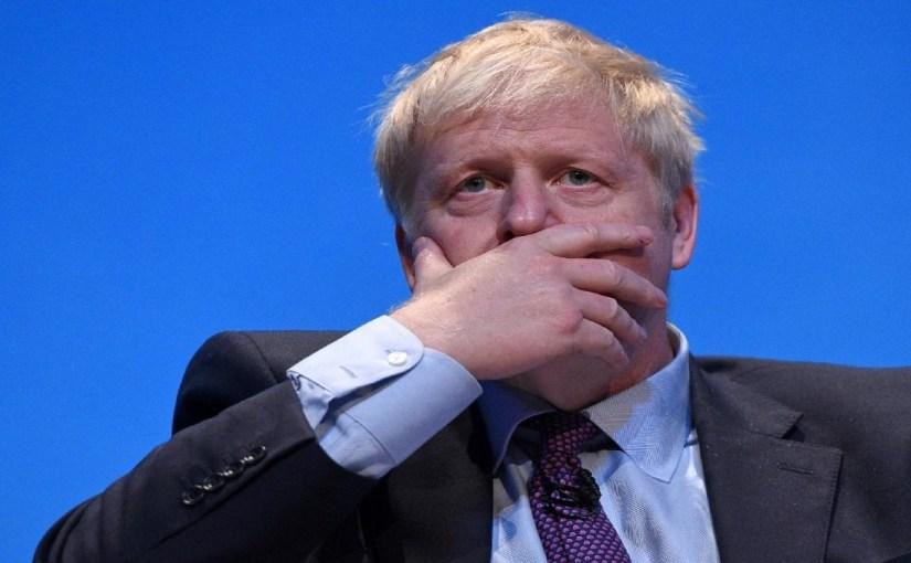 ضغوط جماهيرية على «جونسون» لإحياء صفقة السعودية لشراء نيوكاسل