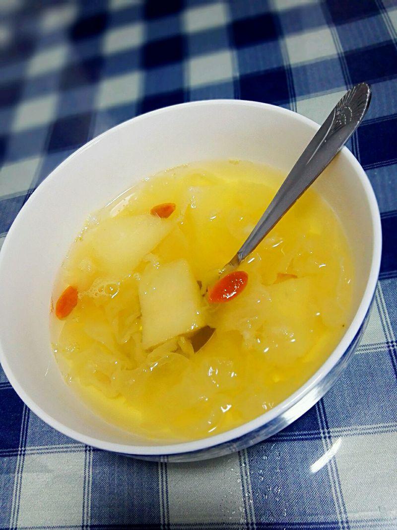 銀耳雪梨湯的做法-