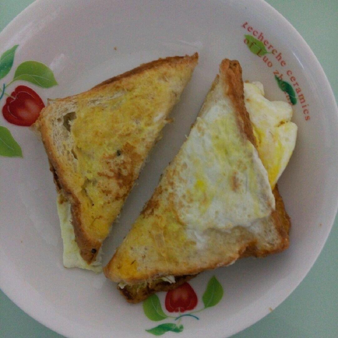 早餐吐司夾雞蛋的做法_【圖解】早餐吐司夾雞蛋怎么做如何做好吃_早餐吐司夾雞蛋家常做法大全_緣緣媽咪_豆果美食