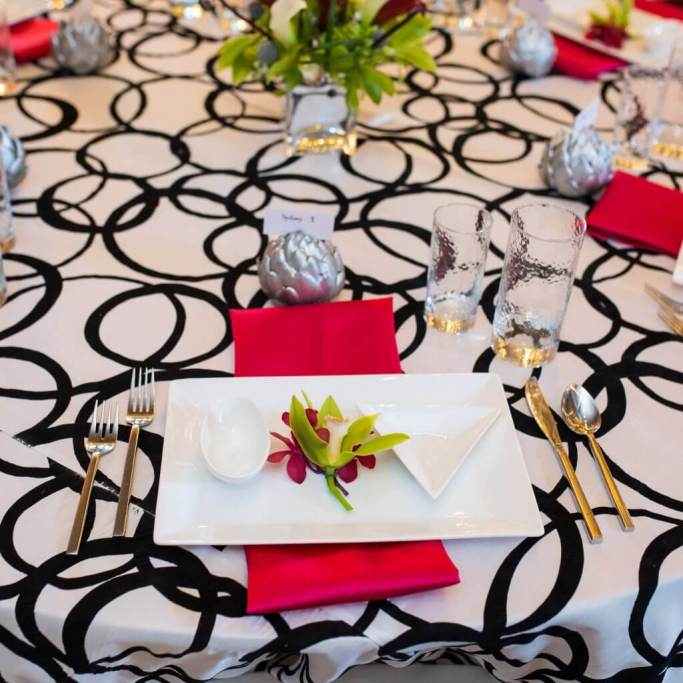 Couple's Only Valentine's Day Dinner Party Decór, Holiday Dinner Parties