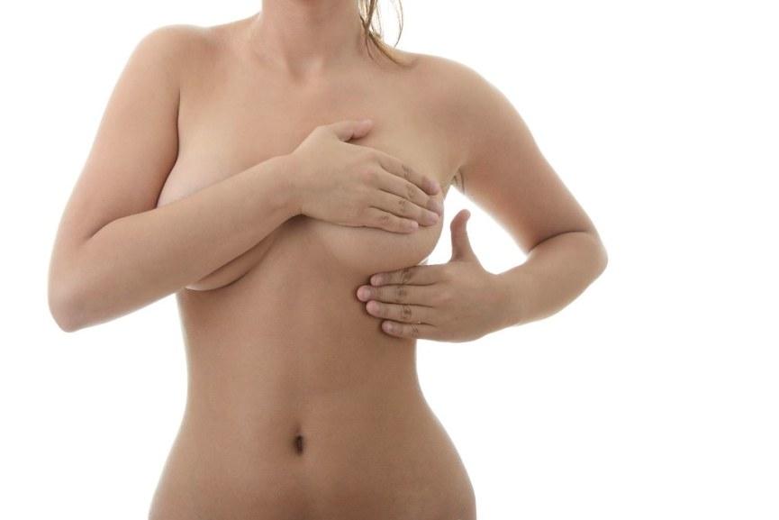 Cómo prevenir el dolor de pecho durante la regla