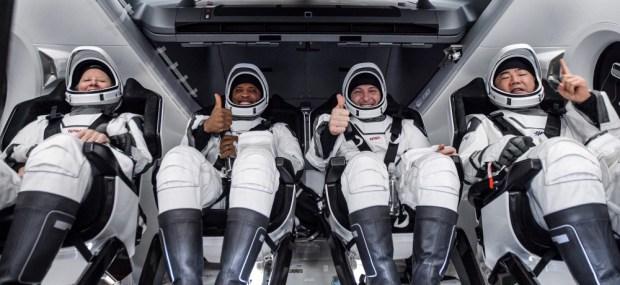 維珍銀河、藍色起源與SpaceX角逐,一趟太空輕旅行的高額花費包含哪些「服務項目」? 00f6184787cfce2d63b6a4d216b0081a