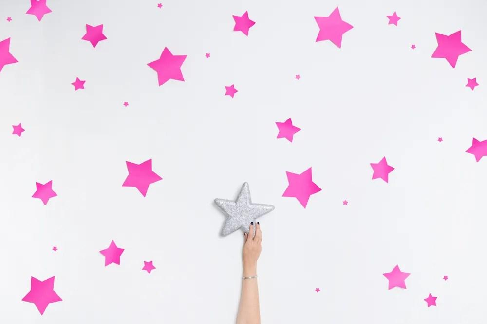 mano-stella-cielo-argento-brillare