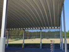 Cancha cubierta y zona verde