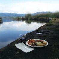 Non potevo rinunciare ad un pranzo veloce sul bordo del lago.