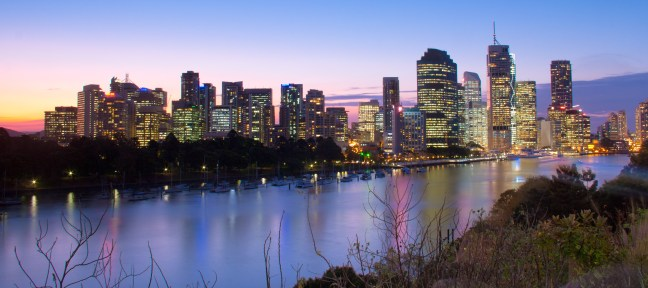 Brisbane_skyline_at_dusk