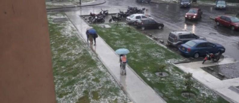 Nueva granizada causa problemas de movilidad en Bogotá