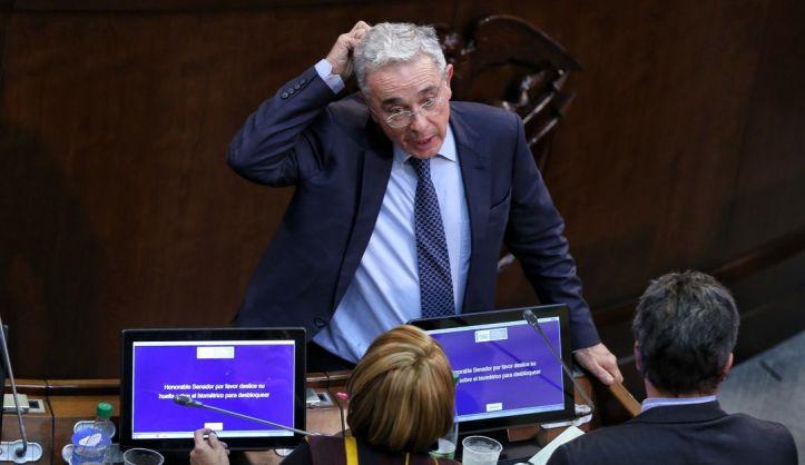 Álvaro Uribe pregunta si nuevas chuzadas son otro caso Andrómeda: Uribe pregunta si nuevas 'chuzadas' son otro 'Andrómeda'