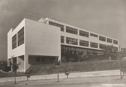 Rudolf Sandalo: Vesna Trade School for Women by Bohuslav Fuchs, Brno, 1931