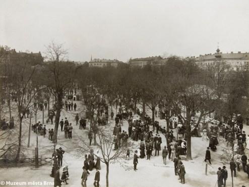 Promenade in Koliště Park, Brno, photograph by the elder Rudolf Sandalo, 1905–1910