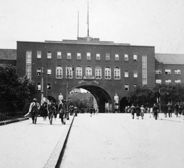 The Gate of Heroes in 1938