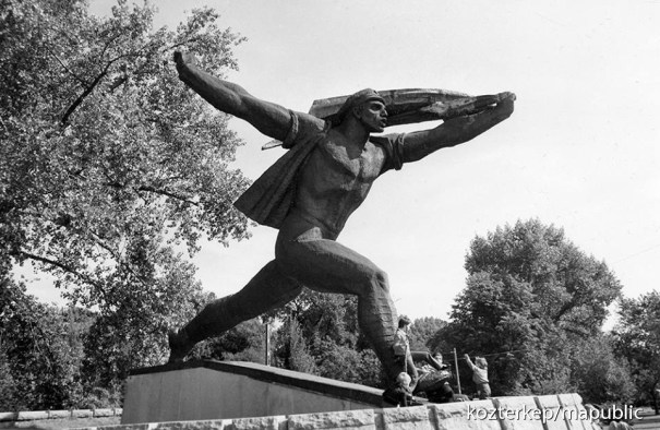 Monument to the Soviet Republic by István Kiss, formerly on Felvonulási Square, Budapest