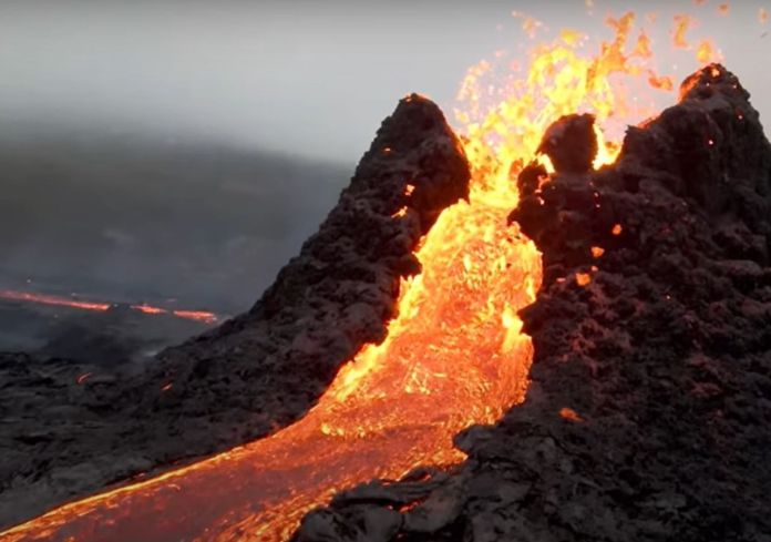Drone Pilot melts his machine to record stunning Volcano Eruption in Iceland - Craffic