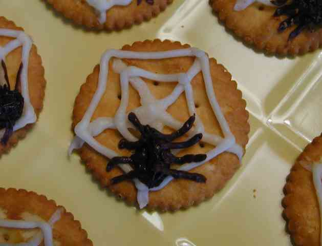 Halloween Spider Web Crackers