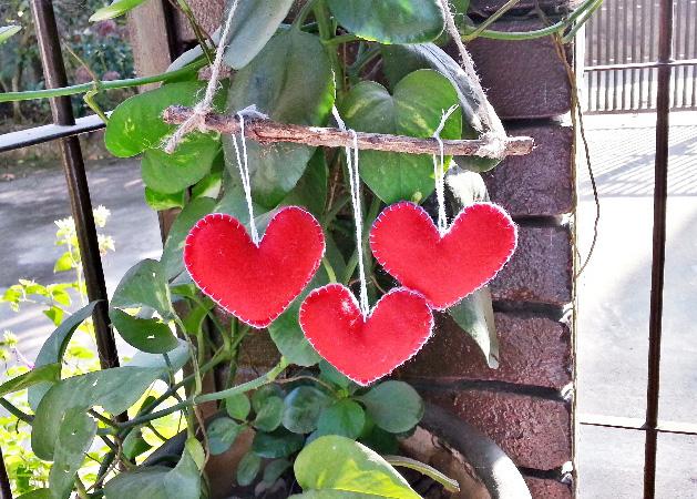 Felt Hearts on a Branch!