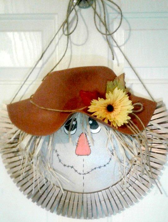 Pizza Tray Scarecrow Wreath
