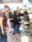 women-brewday-cleanup