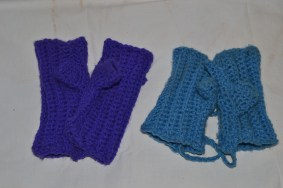 Kiddies fingerless gloves with cord to put through sleeves (1)