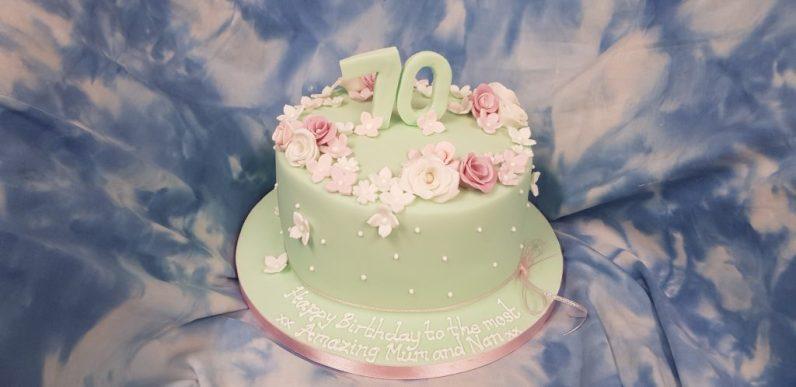 70th-birthday-cake-in-leeds
