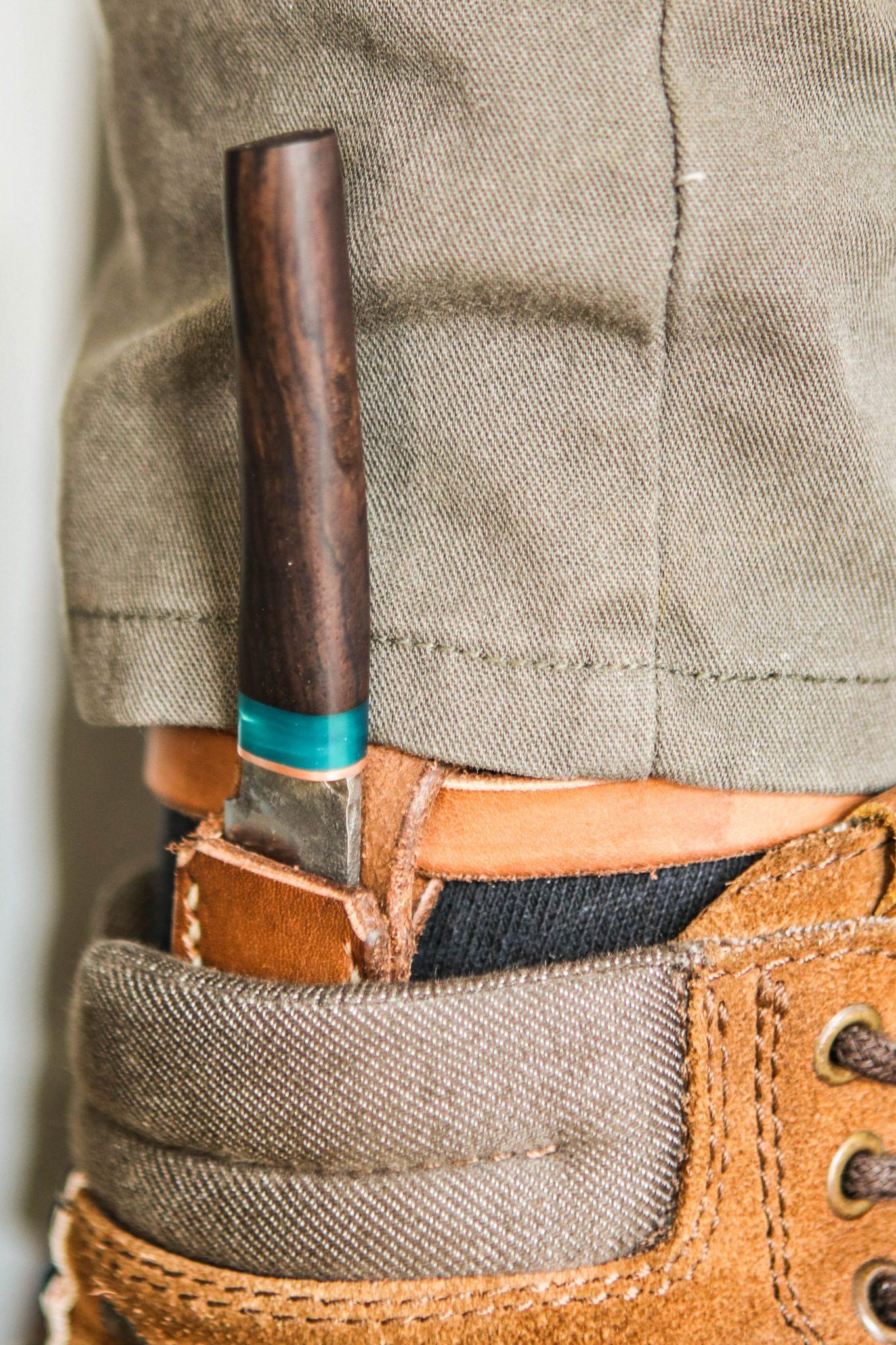 Lander Verschueren mes messen zelfgemaakt handgemaakt wapen smeden smid leer leren leder hoes schede laarsmes