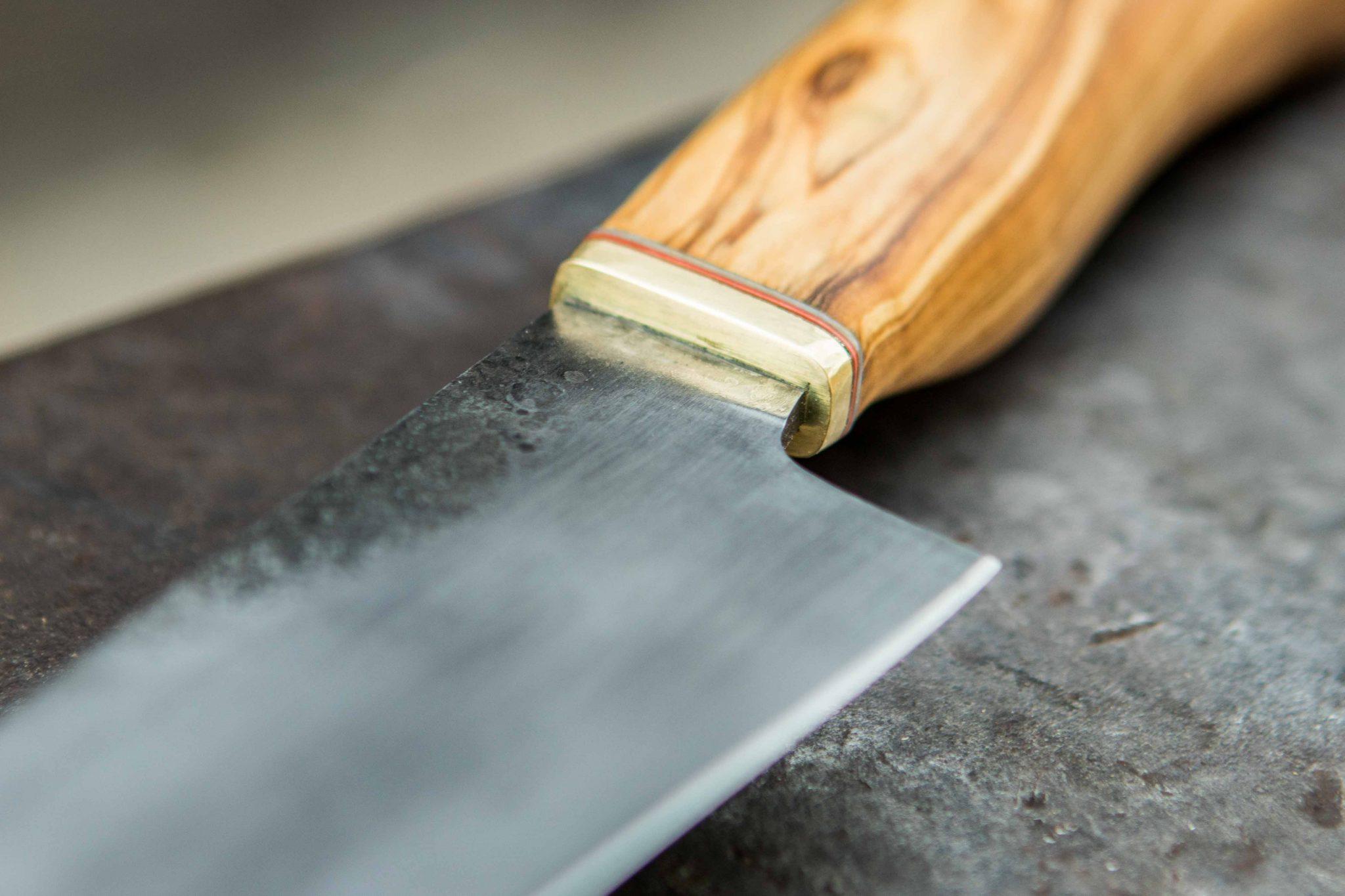 Lander Verschueren mes messen zelfgemaakt handgemaakt wapen smeden smid leer leren leder hoes schede bbq barbecue