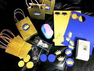 Making Favor bags using blue/Gold cardstock papers, Circle and crown punches