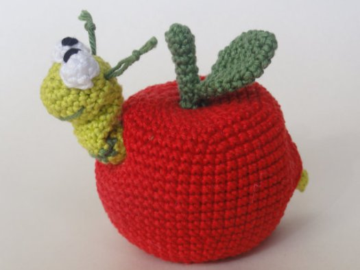 I love this adorable crochet pattern. Cute little removable worm in an apple amigurumi crochet pattern. Great handmade teacher gift.