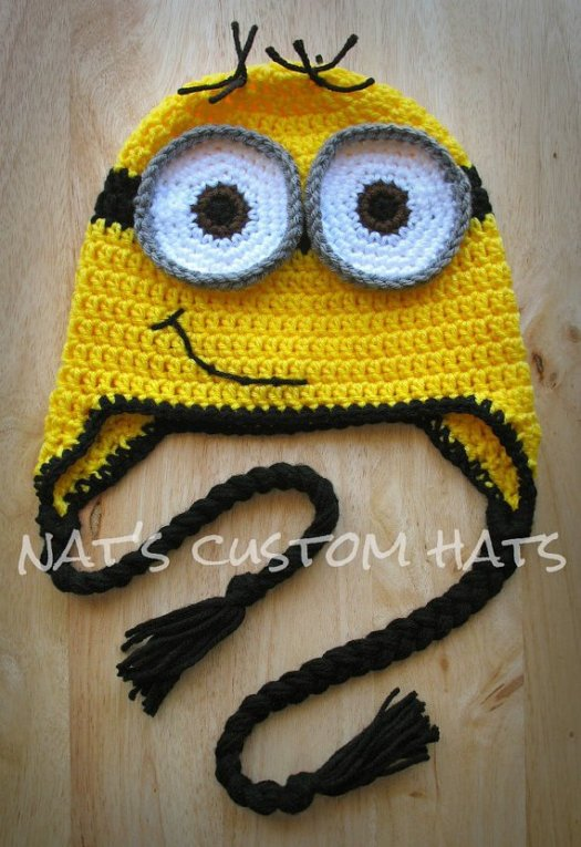 Sweet minion hat! Great simple hat for any minion-loving kid! Super easy costume idea, just add overalls! #crochet #minions #despicableme #pattern #hat #earflaps #halloween #costume #warm #DIY