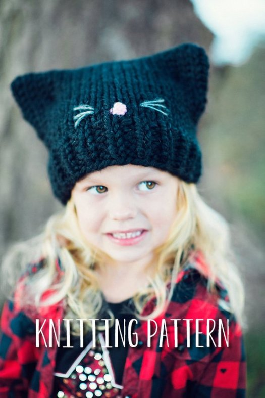 What a sweet and simple knitting pattern for a little kitten hat! Such a lovely easy pattern for any beginner knitter. Great for Halloween or all winter for a kitty lover! Makes a great costume! #knit #pattern #hat #kitten #cat #DIY #crafts #yarn