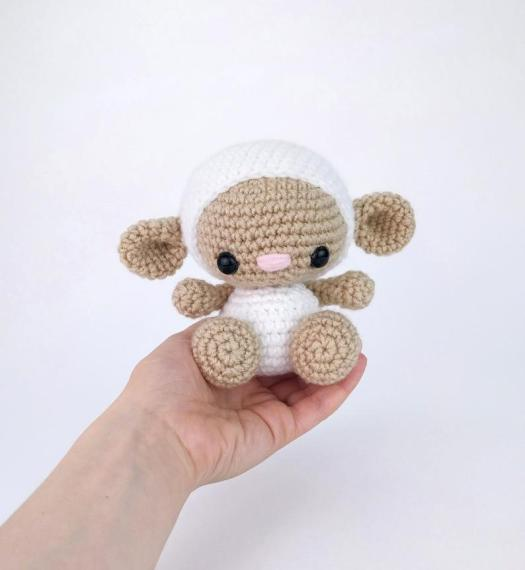 Fantastic Amigurumi Sheep Plush Toy Pattern To Try In All ...   570x525