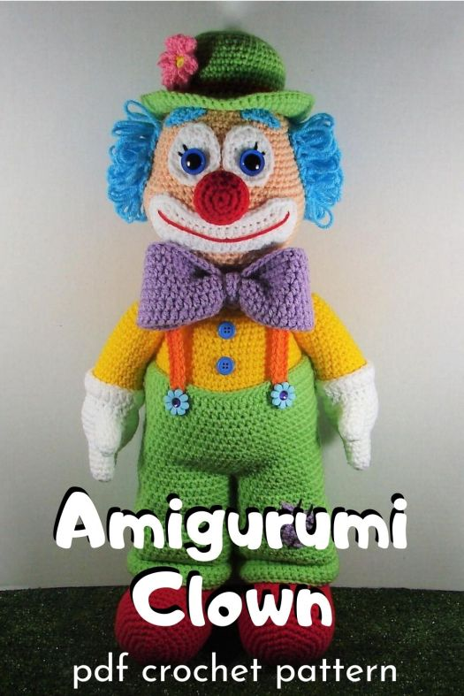 Cute and funny little amigurumi clown crochet pattern. Look at all the adorable details on this sweet little circus clown toy! #amigurumipattern #crochetpattern #clownpattern #crochetclown #craftevangelist