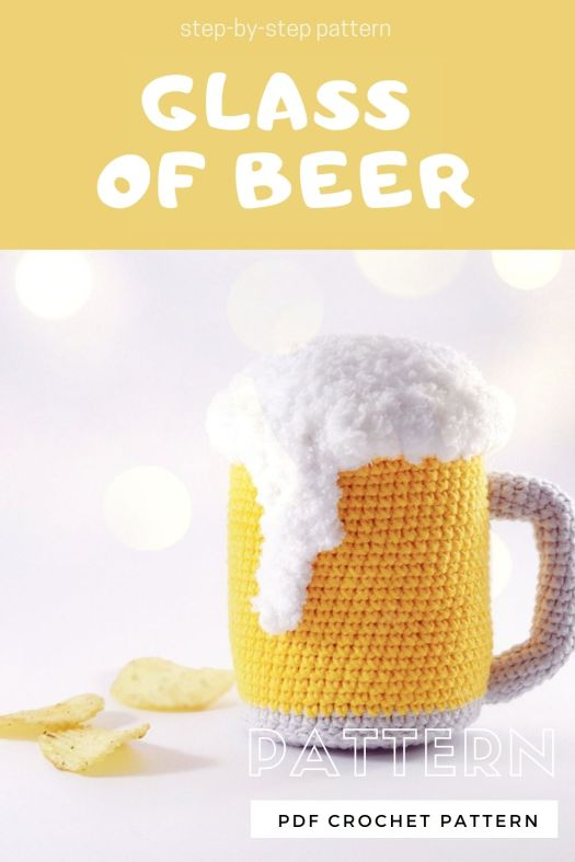 Fun amigurumi foaming glass of beer crochet pattern. This would make a fun and quick father's day gift. #crochetpattern #amigurumipattern #beerpattern #craftevangelist