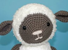 Fluffiest, snuggliest crochet lamb pattern ever. And its a free crochet pattern.
