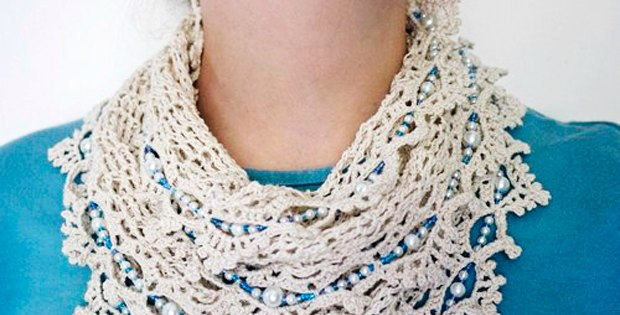 Gorgeous beaded scarf, free crochet pattern. I love this SO much, I'm going to make several in different colors.