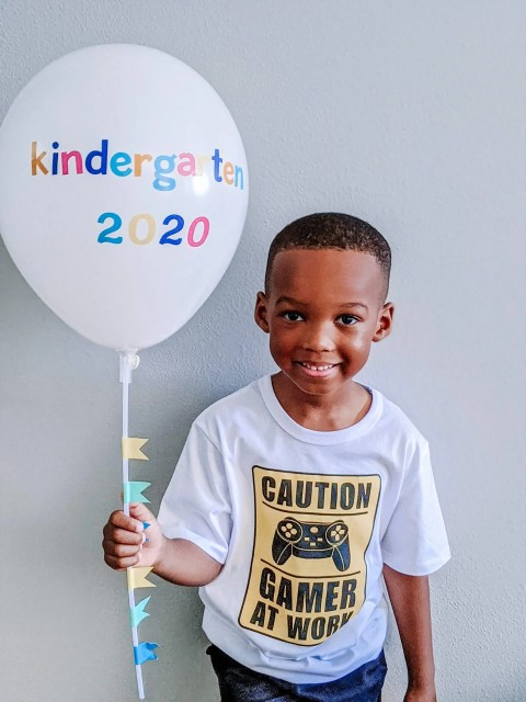 DIY back-to-school balloon prop for pictures