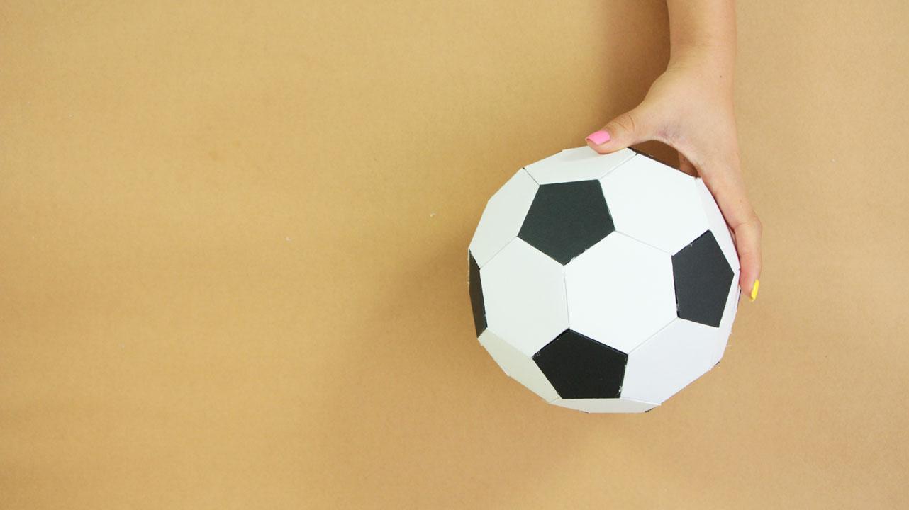 Haz un balón de futbol de papel - DIY Paper Soccer ball