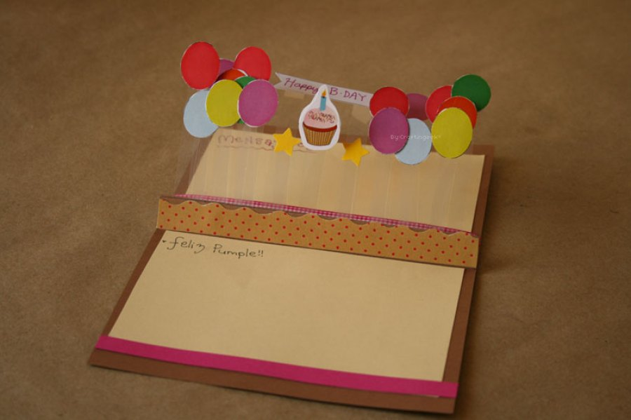 Haz una tarjeta de cumpleaños para una hermana: Stand Pop