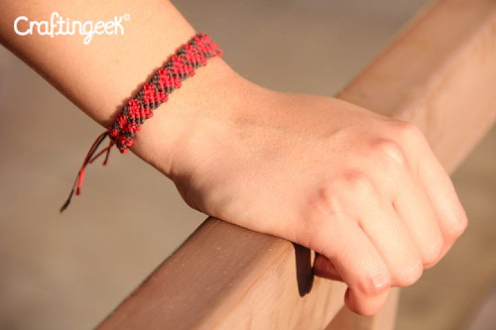 Blog_pulsera-macrame-corazones-rojos-wristband-thread-heart3